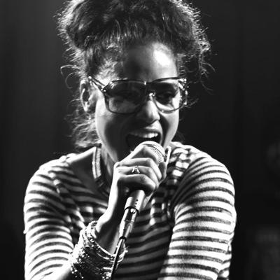 Nikki unsere Sängerin